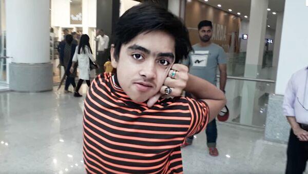 "14-letni Mohamed Samir - ""chłopak-sowa z Pakistanu - Sputnik Polska"