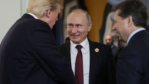 Putin i Trump w przerwie spotkania roboczego na szczycie APEC - Sputnik Polska