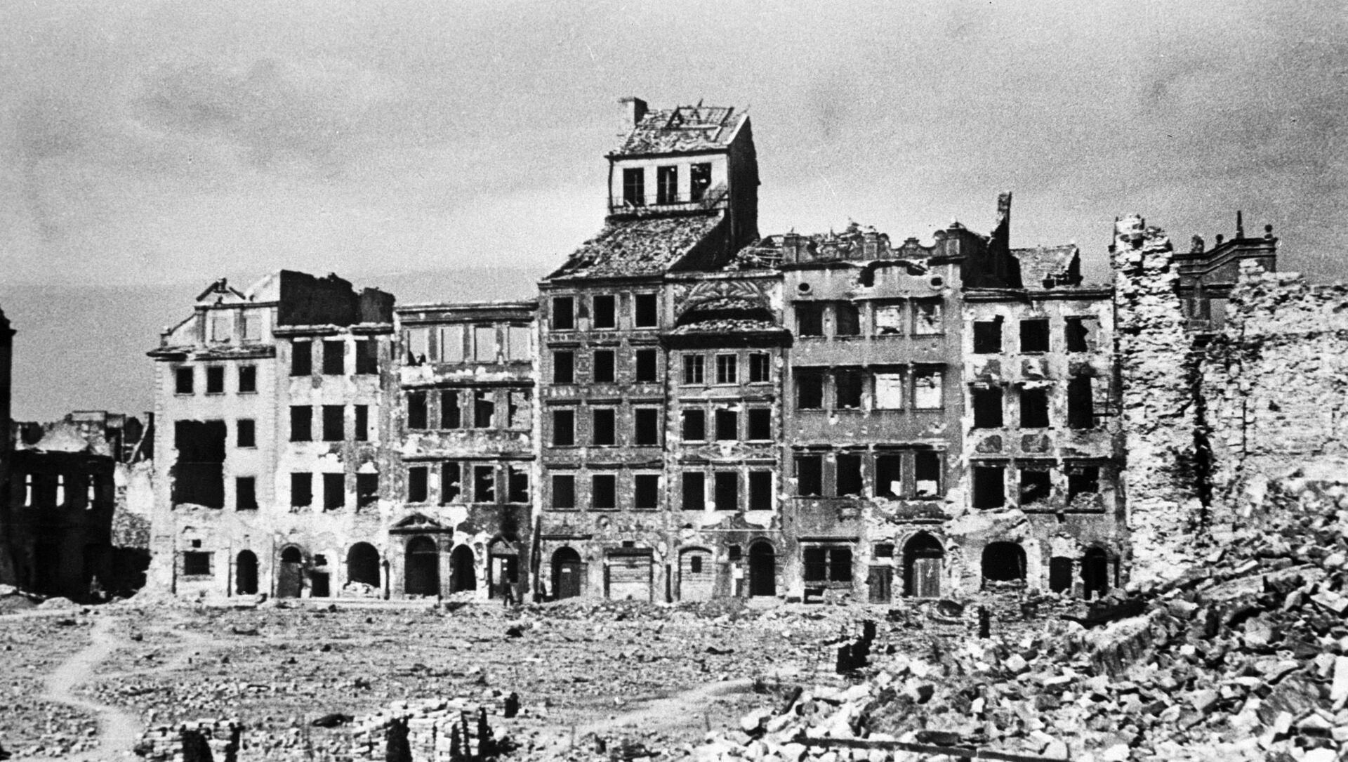 Widok na warszawską ulicę w latach II wojny światowej - Sputnik Polska, 1920, 01.03.2021