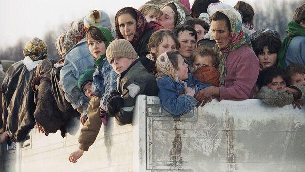 Ewakuowani ciężarówkami muzułmańscy mieszkańcy Srebrenicy - Sputnik Polska