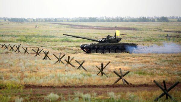 Czołg T-72B3 na poligonie - Sputnik Polska