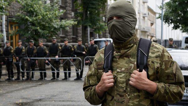 Zwolennicy Prawego Sektora podczas bezterminowej akcji protestacyjnej pod budynkiem administracji prezydenta Ukrainy w Kijowie - Sputnik Polska