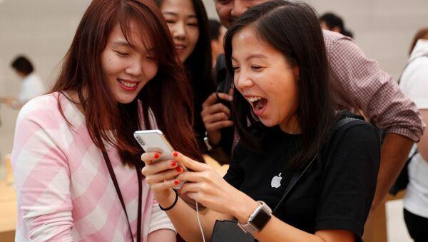 Sprzedaż iPhone'a X w Singapurze - Sputnik Polska