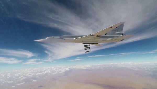 Bombowiec Tu-22M3 atakuje terrorystów - Sputnik Polska