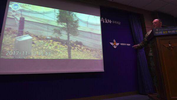 Nagranie ukazujące ucieczkę żołnierza z KRLD na ekranie w Seulu - Sputnik Polska