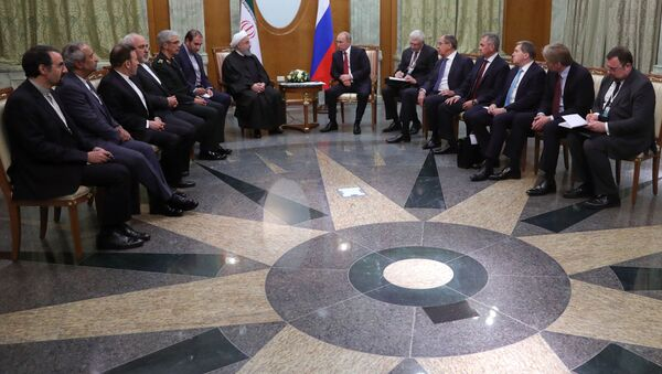 Prezydent Iranu Hasan Rouhani i prezydent Rosji Władimir Putin na spotkaniu w Soczi - Sputnik Polska