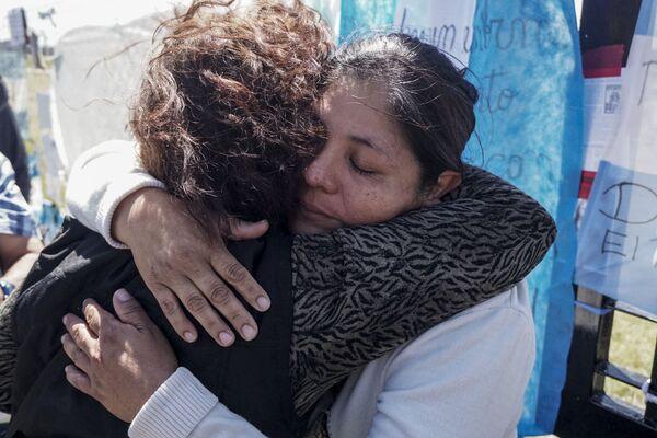"""Członkowie rodziny załogi zaginionego okrętu podwodnego """"San Juan"""" w bazie marynarki wojennej Mar del Plata w Argentynie - Sputnik Polska"""