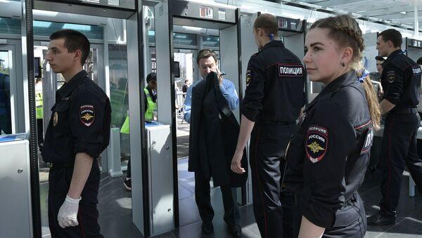 Funkcjonariusze policji kibiców przed meczem otwarcia Pucharu Konfederacji 2017 - Sputnik Polska