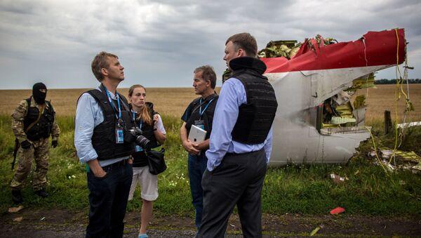 Eksperci OBWE na miejscu katastrofy malezyjskiego Boeinga 777 w obwodzie donieckim - Sputnik Polska
