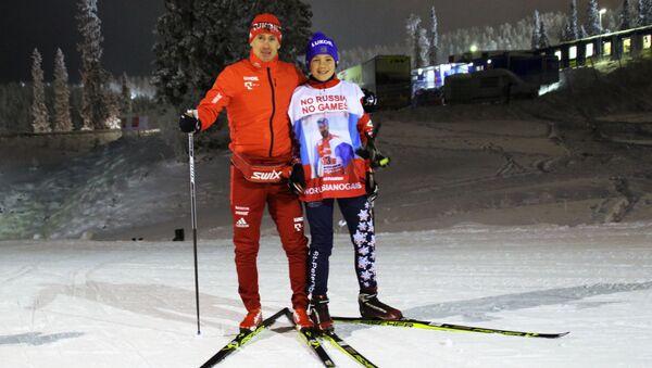 Uczeń z Petersburga Roman Starkow, który zorganizował na portalach społecznościowych flash mob poparcia dla rosyjskich sportowców z rosyjskim narciarzem Maksimem Wylegżaninem - Sputnik Polska