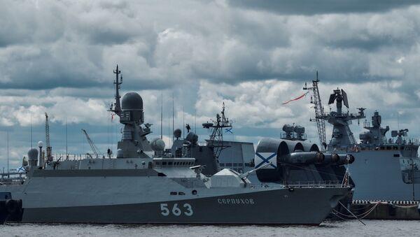 """Mały okręt rakietowy """"Sierpuchow"""", projekt 21631 na Międzynarodowym Pokazie Marynarki Wojennej w Petersburgu - Sputnik Polska"""