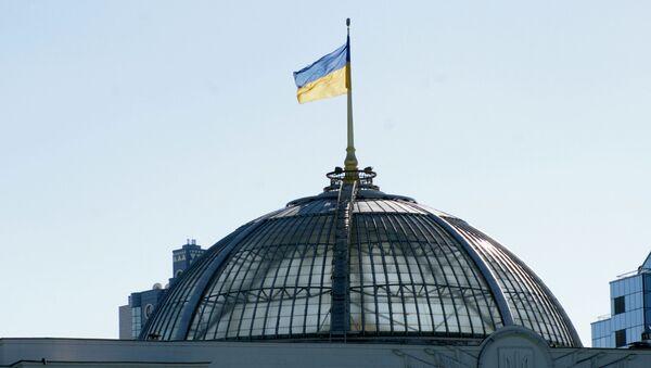 Flaga na dachu Rady Najwyższej w Kijowie - Sputnik Polska