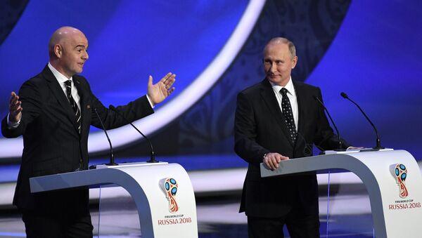 Prezydent FIFA Gianni Infantino i prezydent Rosji Władimir Putin na ceremonii losowania na Kremlu - Sputnik Polska