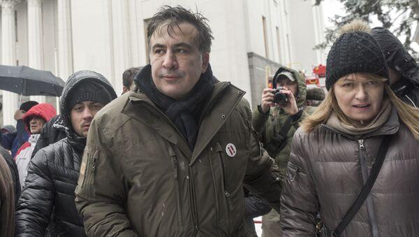 Były prezydent Gruzji Michaił Saakaszwili i jego żona Sandra Roelofs w czasie protestów przed Radą Najwyższą - Sputnik Polska