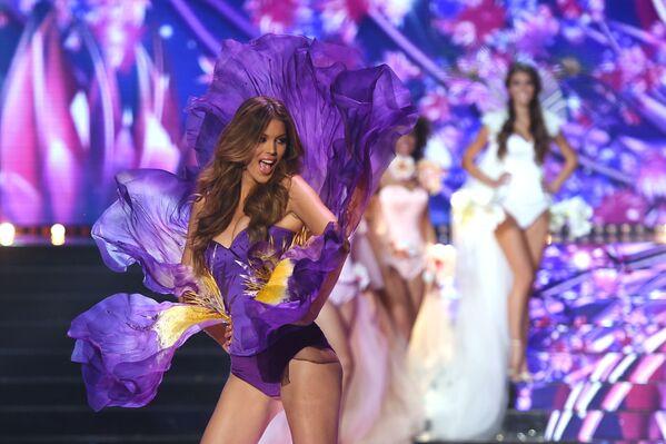 Miss Francji 2016 i Miss Universe 2016 Iris Mittenaere na konkursie piękności Miss Francji 2018 - Sputnik Polska