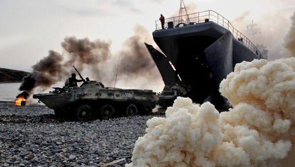 Transportery opancerzone z rosyjskimi żołnierzami piechoty morskiej - Sputnik Polska