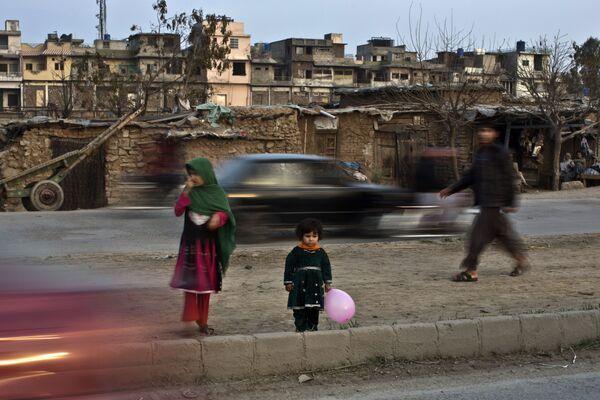 Afgańskie dzieci na ulicach Islambadu - Sputnik Polska