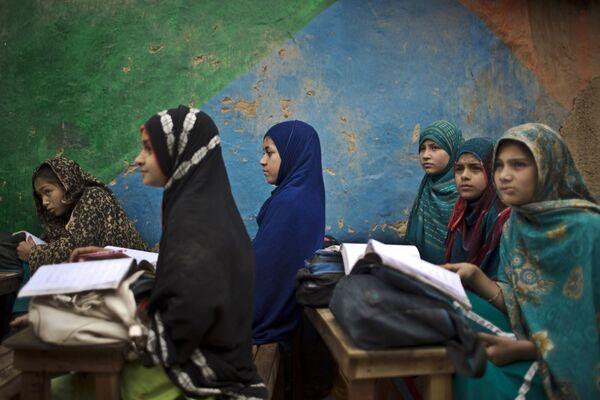 Afgańskie dzieci w szkole w Pakistanie - Sputnik Polska