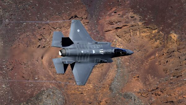 In this Feb. 28, 2017, photo, a Lockheed Martin F-35A Lighting II from the 323 Squadron, Royal Netherlands Air Force flies through the nicknamed Star Wars Canyon on the Jedi transition in Death Valley National Park, Calif. - Sputnik Polska