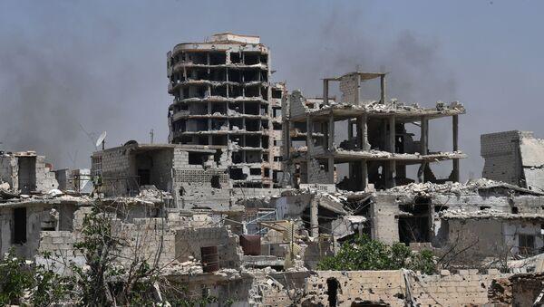 Zrujnowane budynki w dzielnicy Kabun na przedmieściach Damaszku, Syria - Sputnik Polska