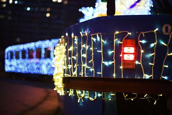 Świąteczny tramwaj w centrum Moskwy. - Sputnik Polska