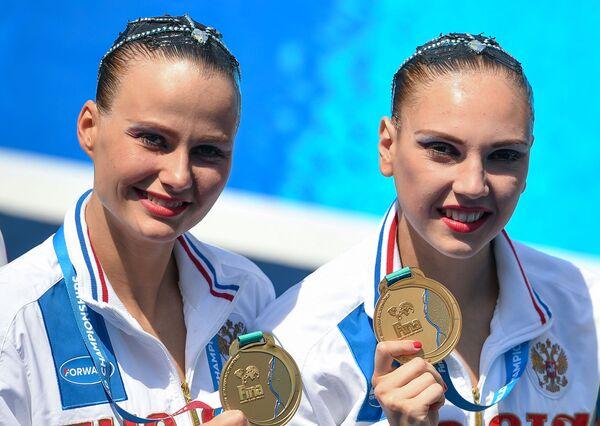 Svetlana Kolesnichenko i Aleksandra Packiewicz, rosyjskie pływaczki - Sputnik Polska