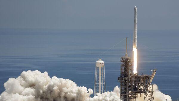 Wystrzał rakiety SpaceX Falcon 9 na przylądku Canaveral, USA. Zdjęcie archiwalne - Sputnik Polska
