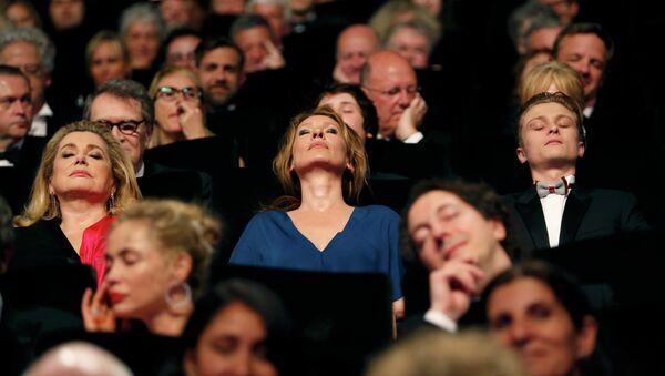 Catherine Deneuve, Emmanuelle Bercot, aktor Rod Paradot, Cannes-2015 - Sputnik Polska
