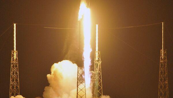 Start rakiety Falcon 9 z tajnym satelitą Zuma - Sputnik Polska
