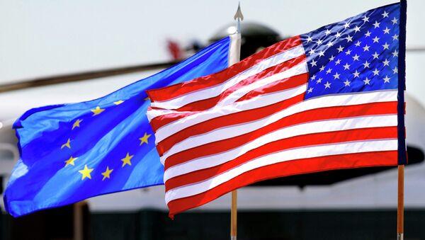 Flagi EU i USA - Sputnik Polska