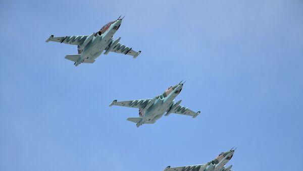 Dwusilnikowe samoloty szturmowe Su-25 - Sputnik Polska