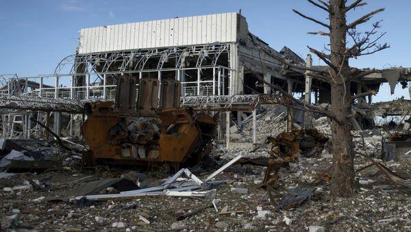 Zniszczone lotnisko w Ługańsku - Sputnik Polska