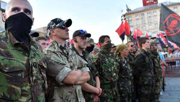 """Uczestnicy organizacji """"Prawy Sektor"""" na placu Niepodległości w Kijowie - Sputnik Polska"""