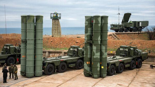 """Kompleks obrony przeciwlotniczej S-400 """"Triumf"""" wszedł do służby bojowej w Sewastopolu - Sputnik Polska"""