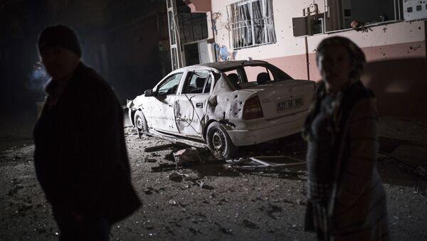 Cztery rakiety wystrzelone z terytorium Syrii spadły wcześnie rano w niedzielę na miasto Kilis na południu Turcji przy granicy z Syrią - Sputnik Polska