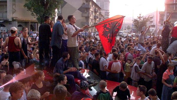 About 1,000 young Kosovar Albanians celebrate the UCK [Kosovo Liberation Army] victory over the Serbs with NATO's help in the centre of Pristina 02 July 1999 - Sputnik Polska