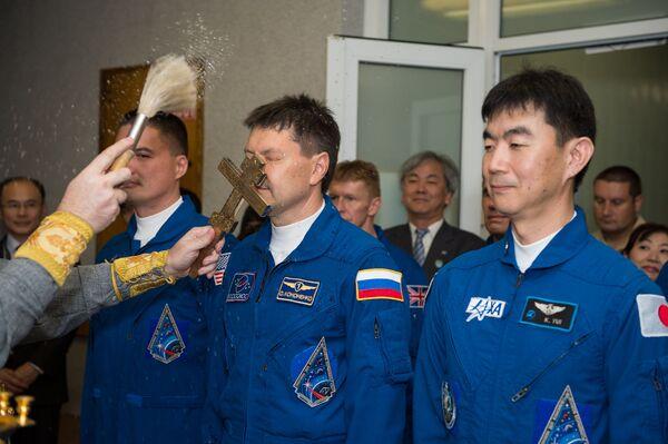 Благословение участников основного экипажа транспортного пилотируемого корабля Союз ТМА-17М - Sputnik Polska