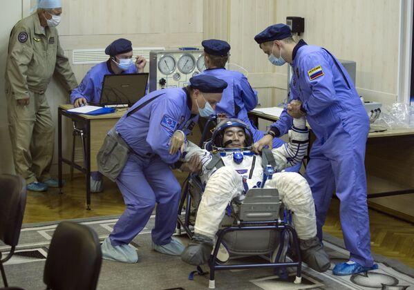 Japoński astronauta Kimiy Yui przed startem - Sputnik Polska