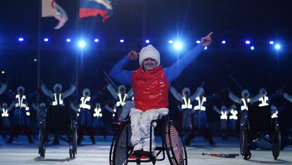 Paraolimpijczyk podczas zamknięcia Igrzysk Paraolimpijskich w Soczi - Sputnik Polska