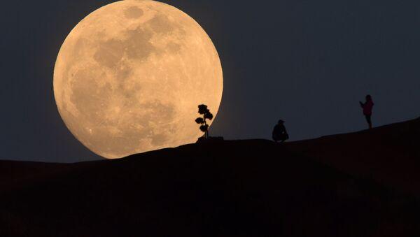 Superksiężyc w Los Angeles, USA - Sputnik Polska