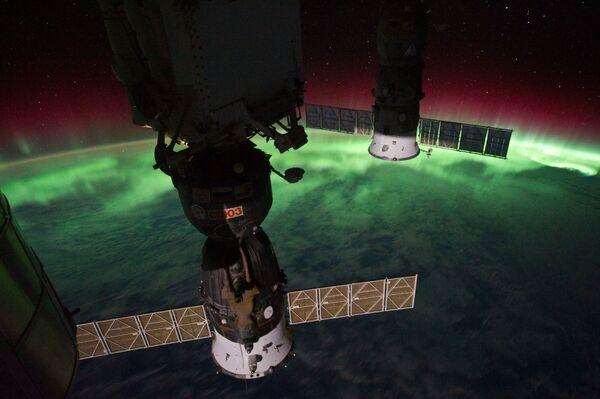Zdjęcie zorzy polarnej z pokładu MSK - Sputnik Polska