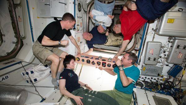 Członkowie załogi Ekspedycji 43 na pokładzie MSK - Sputnik Polska