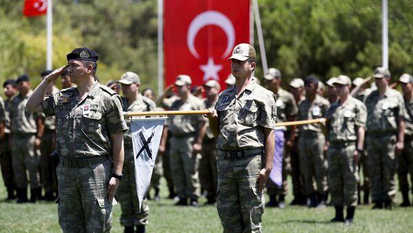 Żołnierze tureckiej armii podczas pogrzebu kolegi - Sputnik Polska