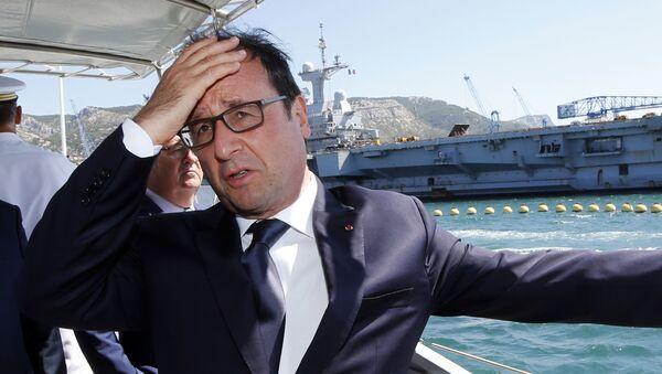 Prezydent Francji Francois Hollande podczas wizyty w bazie wojenno-morskiej w Tulonie - Sputnik Polska