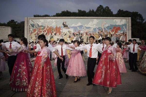 Występ studentów podczas obchodów 62. rocznicy zakończenia wojny koreańskiej - Sputnik Polska