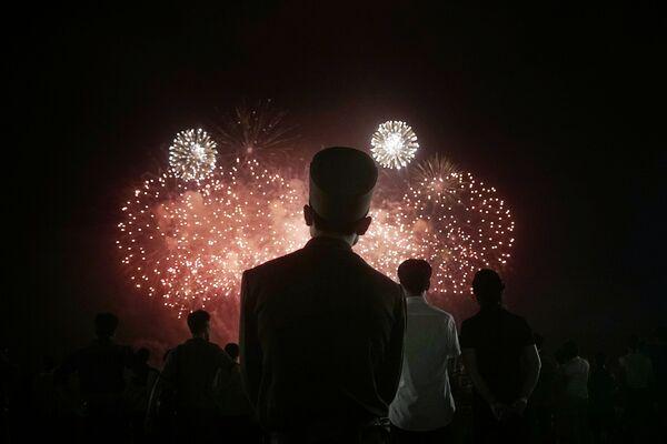 Fajerwerki w dniu obchodów 62. rocznicy zakończenia wojny koreańskiej - Sputnik Polska