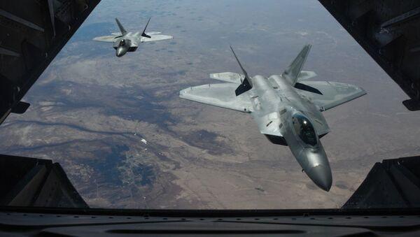 Amerykańskie myśliwce F-22 Raptor nad terytorium Syrii - Sputnik Polska