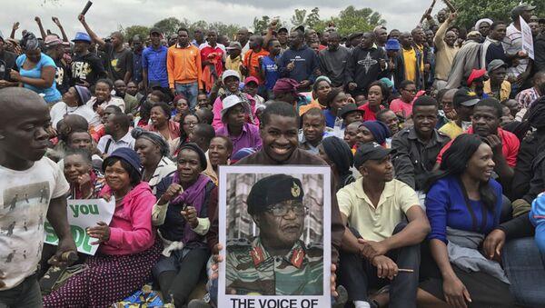 Demonstracja w Zimbabwe po obaleniu prezydenta Roberta Mugabe. - Sputnik Polska