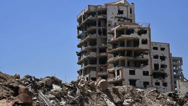 Zniszczone budynki w dzielnicy Kabun na przedmieściach Damaszku - Sputnik Polska