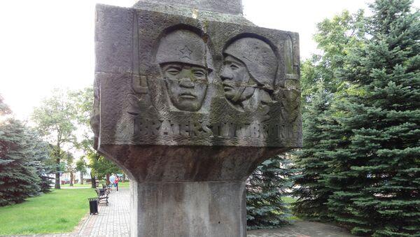 Pomnik radzieckich żołnierzy w polskim mieście Sejny - Sputnik Polska